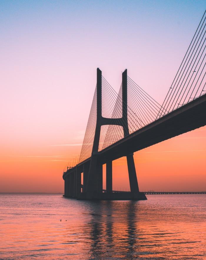 未来という名の大きな橋を架ける。
